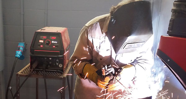 welders_at_tech_school